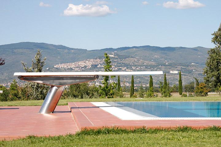 Villa pettirossi cortona arezzo villa con piscina e for Piscina rialzata